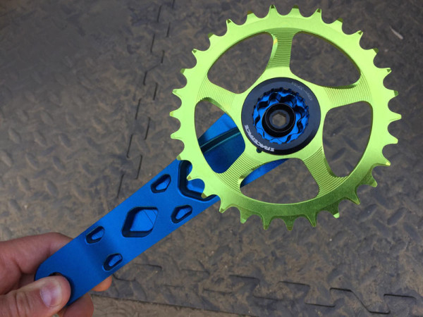 race-face-atlas-cinch-cranksets-with-direct-mount-chainrings01-600x450