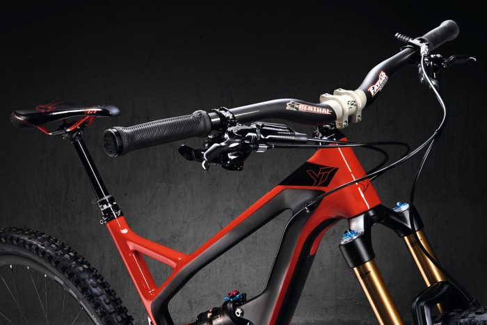 1982390-fa0eaejo9p7f-jeffsy_cf_pro_coral_red_rawr_handlebar-large